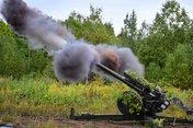 Под Уссурийском артиллерия ВДВ училась накрывать огнём позиции «противника» с гаубиц Д-30