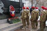 Церемонией возложения цветов почтили память псковских десантников 6-й роты в Уссурийске