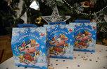 Юным приморцам вручают сладкие подарки от Губернатора края к Новому году