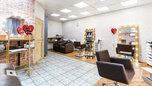 В помещениях грязно, работают без масок: в Уссурийске проверили салоны красоты