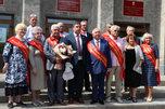 Новым Почетным гражданам Уссурийска вручили знаки отличия