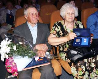 Четыре уссурийские семьи наградили медалями «За любовь и верность»