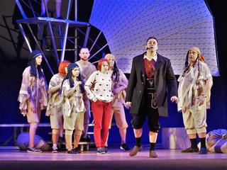 Большой праздничный концерт «Весь мир – театр» и новый мюзикл в Уссурийске
