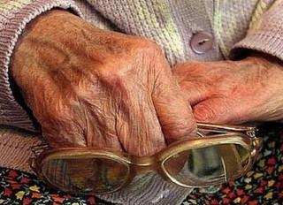 В Приморье прокуратура проверит условия проживания престарелой женщины-инвалида