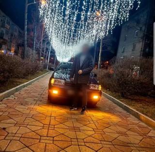 В Уссурийске сотрудники ГИБДД привлекли к ответственности водителя, припарковавшего свой автомобиль на тротуаре
