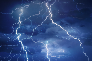«Божья кара»: на видео сняли, что сделала природа с популярным ТЦ в Приморье