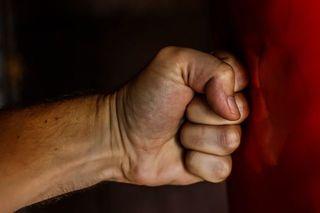 Приморец заподозрил соседа в краже своего имущества и забил его до смерти